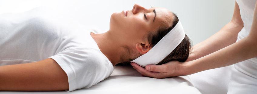 Pratique de l'énergétique, le REIKI sur l'arrière de la tête Hypnose 13 à Rognac